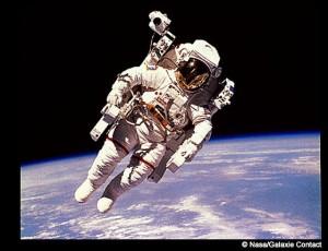 Astronauta Apolo en la luna – Nasa/Galaxie Contact
